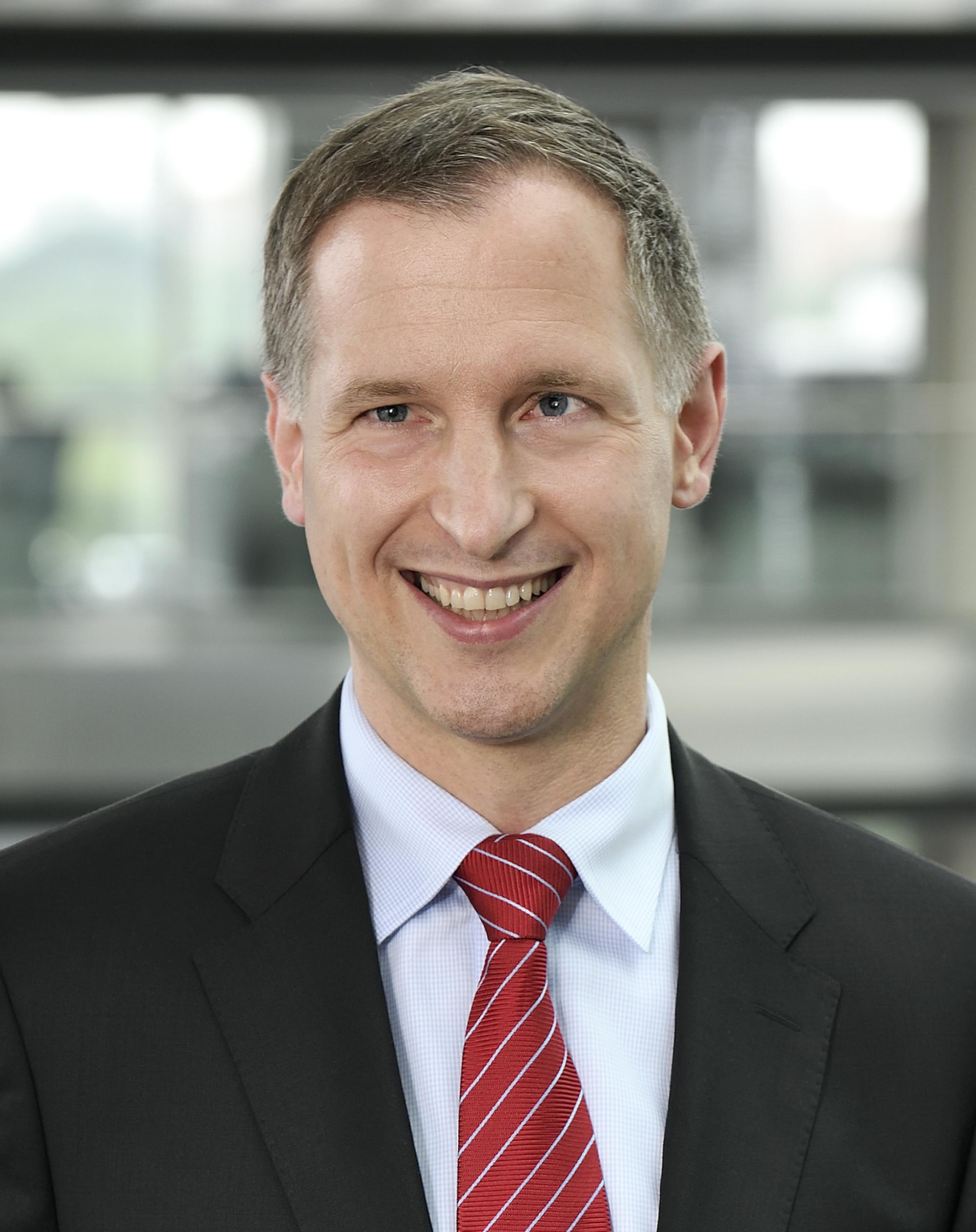 Dr. Thomas Kuhnt ,    Deputy Chairman of HDI Global Network AG